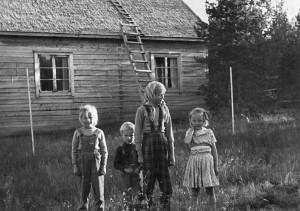 Vanhan korpilan pihalla 1954