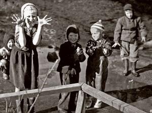 Kuusitie,-Etupiha-1952web