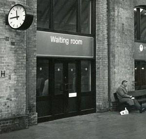 Lontoo,-waiting-roomweb